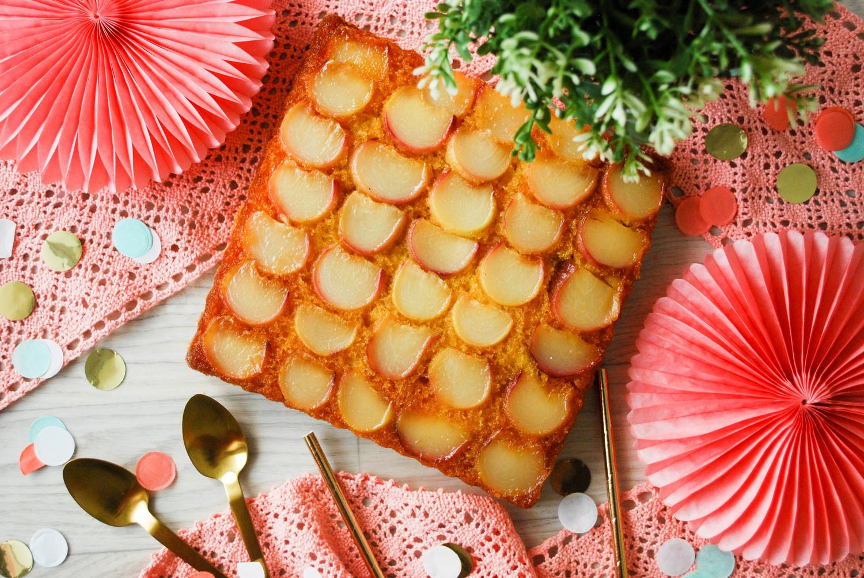 Gâteau renversé aux pêches plates caramélisées